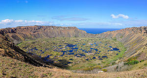 Opinión Rano Kau Volcano Crater en la isla de pascua, Chile Fotos de archivo