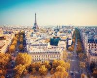 Opinión sobre torre Eiffel en la puesta del sol Fotos de archivo libres de regalías