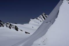 Opinión suiza de las montañas de la choza de Mönchsjoch Imagenes de archivo