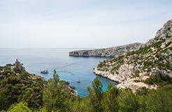 Opinión típica de la costa cerca de Marsella en Francia del sur Fotografía de archivo