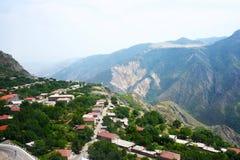 Opinião da aldeia da montanha da altura Imagem de Stock Royalty Free