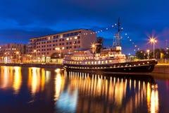 Opinião da noite de Tallinn, Estónia Fotografia de Stock
