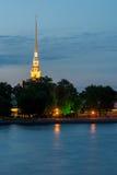 Opinião da noite o Peter e o Paul Fortress, St Petersburg Foto de Stock