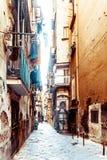 Opinião da rua da cidade velha na cidade de Nápoles Fotografia de Stock
