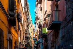 Opinião da rua da cidade velha na cidade de Nápoles Fotografia de Stock Royalty Free