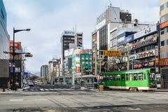 Opinião da rua das construções em torno da cidade Fotos de Stock Royalty Free