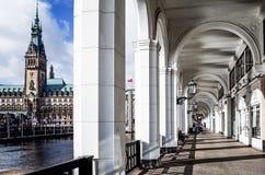 Opinião da rua de Hamburgo do centro, Alemanha Fotografia de Stock
