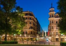 Opinião da rua de Helsínquia na noite Imagem de Stock Royalty Free