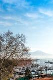 Opinião da rua do porto de Nápoles com barcos, Imagens de Stock