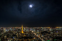 Opinião da torre do Tóquio sobre o Roppongi Hills Foto de Stock Royalty Free
