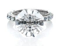 Opinião dianteira gigante de anel de diamante Foto de Stock