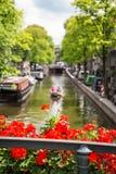 Opinião do canal de Amsterdão Fotografia de Stock