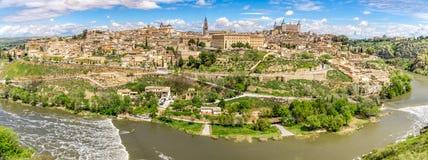 Opinião do panorama na cidade de Toledo com rio de Tejo Fotografia de Stock Royalty Free
