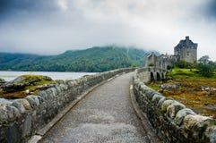 Opinião Eilean Donan Castle, Escócia Fotos de Stock Royalty Free