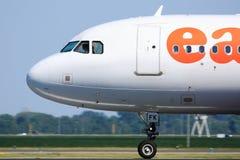 Opinião lateral da cabina do piloto de Easyjet Foto de Stock Royalty Free