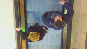 Opinião superior do shopping da escada rolante vídeos de arquivo