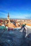 Opinião velha da cidade da torre e do Sibiu da escada da parte superior Fotos de Stock Royalty Free