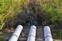Opiniones de la barrera del aliviadero y de la inundación del dique del metal a proteger contra la inundación por Opryland a lo l foto de archivo
