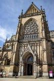 Opiniones de la ciudad de la Capital del Estado Linz Austria con las iglesias, catedral imagen de archivo