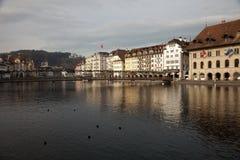 Opiniones de la ciudad de Lucerna céntrica Alfalfa, Suiza imagenes de archivo