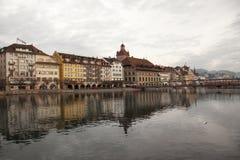 Opiniones de la ciudad de Lucerna céntrica (Alfalfa), Suiza fotografía de archivo