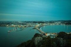 Opiniones de la ciudad de Katase de Enoshima, Kanagawa, Japón Cielo, montaña y mar imágenes de archivo libres de regalías
