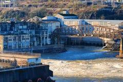 Opiniones de la ciudad de Oregon de las ruinas de la central eléctrica fotos de archivo libres de regalías