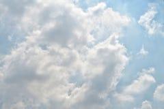 Opiniones de la nube y del cielo Foto de archivo