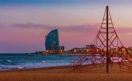 Opiniones de la puesta del sol de Barceloneta imagen de archivo