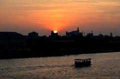 Opiniones de la puesta del sol de la ciudad Imágenes de archivo libres de regalías