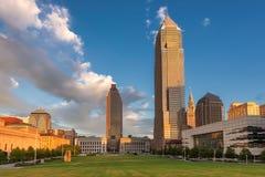 Opiniones de la puesta del sol sobre Cleveland Downtown, Cleveland, Ohio imágenes de archivo libres de regalías