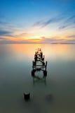 Opiniones de la puesta del sol sobre el embarcadero abandonado Imagen de archivo libre de regalías