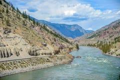 Opiniones de Rocky Mountain del canadiense en el tiempo de verano fotos de archivo