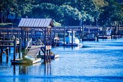 Opiniones del canal y del pantano en la isla Carolina del Sur de johns imagen de archivo libre de regalías