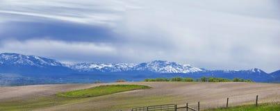Opiniones del paisaje de Tremonton y de Logan Valley del paso de la carretera 30, incluyendo ciudades el colocar, de Beaverdam, d imagen de archivo