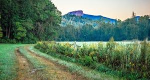 Opiniones del paisaje encima de la montaña nc de la roca de la tabla fotos de archivo
