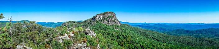 Opiniones del paisaje encima de la montaña nc de la roca de la tabla fotografía de archivo