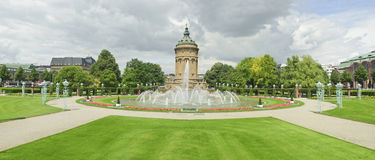 Opiniones del panorama de la señal de la ciudad en Mannheim. Fotos de archivo libres de regalías