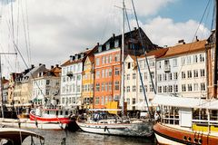 Opiniones del puerto de Copenhague sobre un día de verano fotografía de archivo libre de regalías