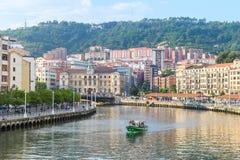 Opiniones del riverbank de Bilbao el día soleado foto de archivo libre de regalías