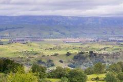 Opiniones del valle de las colinas del coto del espacio abierto de Rancho Canadá del Oro, California fotografía de archivo