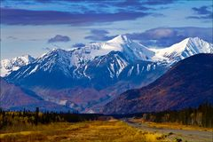 Opiniones del valle y de la ladera, territorios del Yukón, Canadá foto de archivo