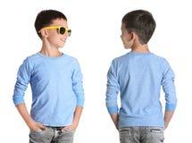 Opiniones delanteras y traseras el niño pequeño en camiseta larga de la manga fotografía de archivo