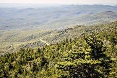Opiniones escénicas del paisaje en el bosque del Estado del isgah imagenes de archivo