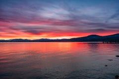 Opiniones hermosas de la puesta del sol del lago Tahoe, California fotografía de archivo libre de regalías