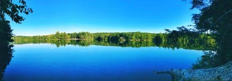 Opiniones hermosas del lago del verano y del otoño del parque de estado de la charca de las rebabas imágenes de archivo libres de regalías