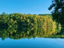 Opiniones hermosas del lago del verano y del otoño del parque de estado de la charca de las rebabas foto de archivo libre de regalías