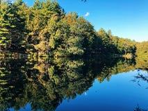 Opiniones hermosas del lago del verano y del otoño del parque de estado de la charca de las rebabas fotografía de archivo libre de regalías