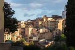 Opiniones panorámicas de la ciudad de la tarde de Siena fotografía de archivo libre de regalías