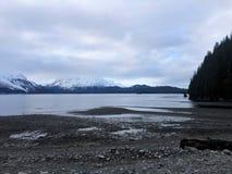 Opiniones soleadas de tiempo de primavera en Alaska imagen de archivo
